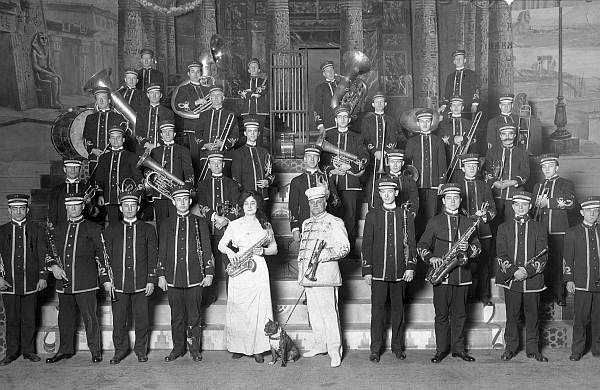 1913 Barnum & Bailey Band - click to enlarge